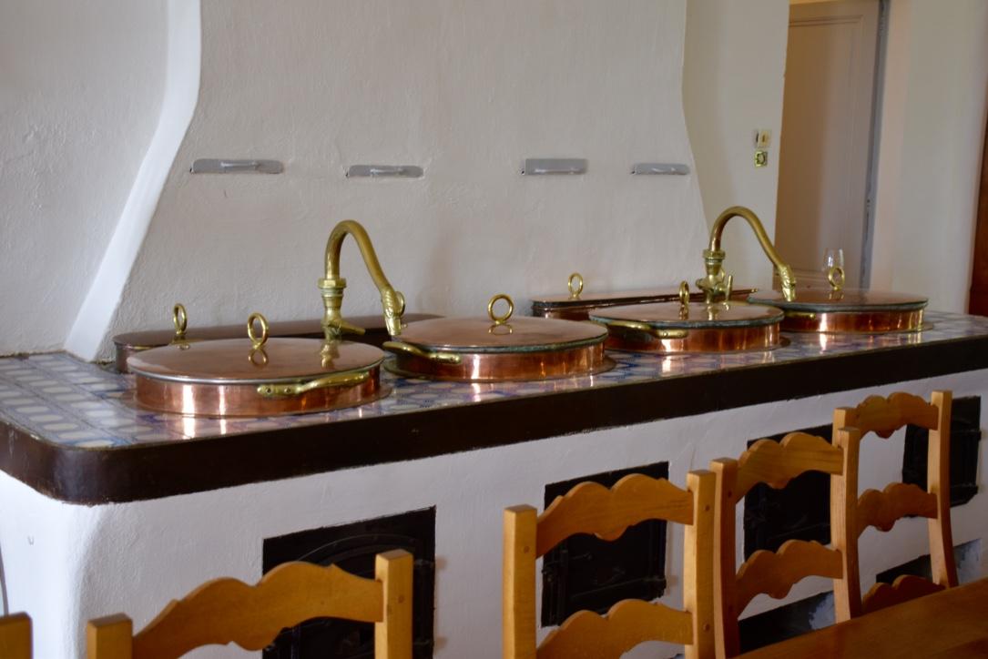 chateau-loudenne-kitchen