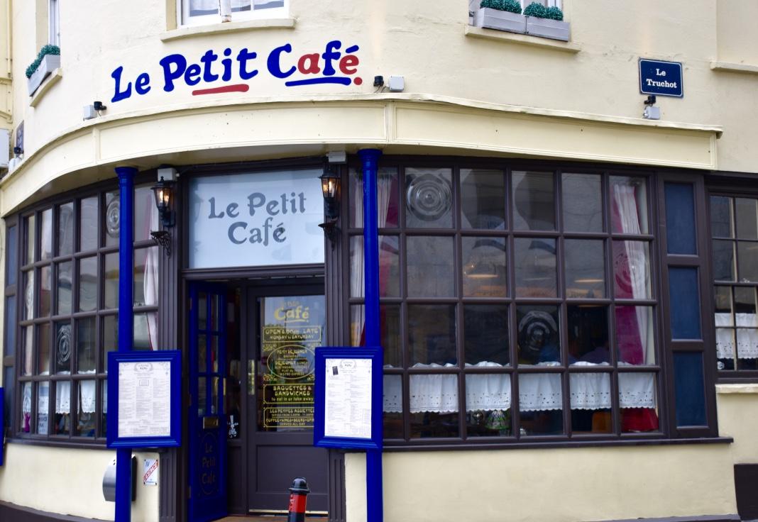 The modern postcard travel blog saint peter port a moody for Petit restaurant