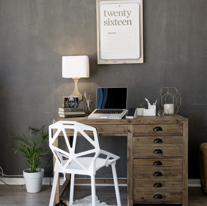 Creating a clean and beautiful work space is important! *WIN an extreme desktop makeover