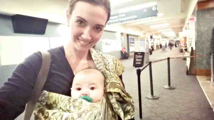 A comfortable (and inexpensive!) ring sling option, which is great for first-time moms or those new to babywearing. It is padded and easy to use, and overall a great babywearing option for new moms! Baby gear, Babywearing review, baby carrier reviews   themomfriend.com