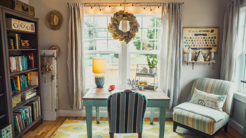 Having a home office can be beneficial. There is no commute and you can wear what you'd like. But you need to be organized. Check out these 7 DIY Projects to Organize Your Home Office