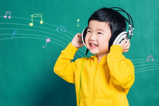 How does music therapy work for autism? There are so many benefits of music. Let's look at how music therapy for autistic children works