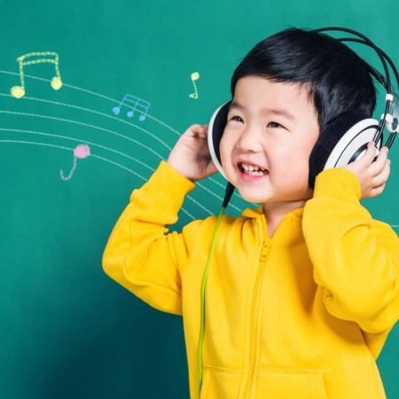 How does music therapy work for autism? There are so many benefits of music. Let's look at how music therapy for autistic children works #autism #musictherapy #autismtherapy