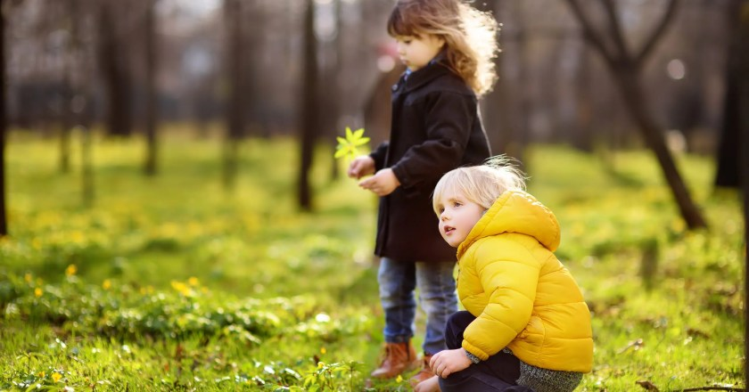 How to Enjoy the Outdoors With Highly Sensitive Children