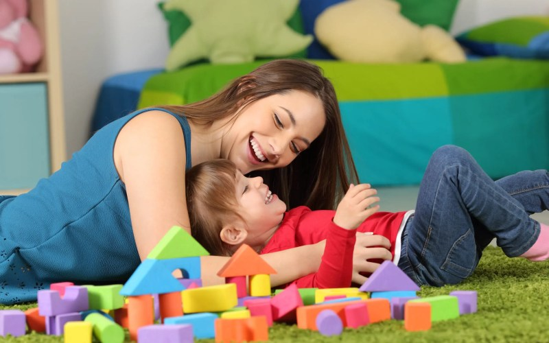 How to Choose between a Daycare or Nanny