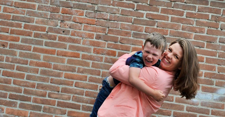 Meer genieten van de tijd dat ze nog klein genoeg zijn om op te pakken en te knuffelen.