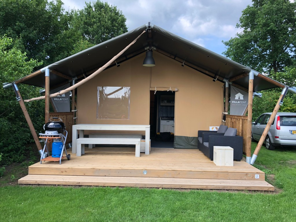 glamping in een Villatent op camping t Betuwestrand