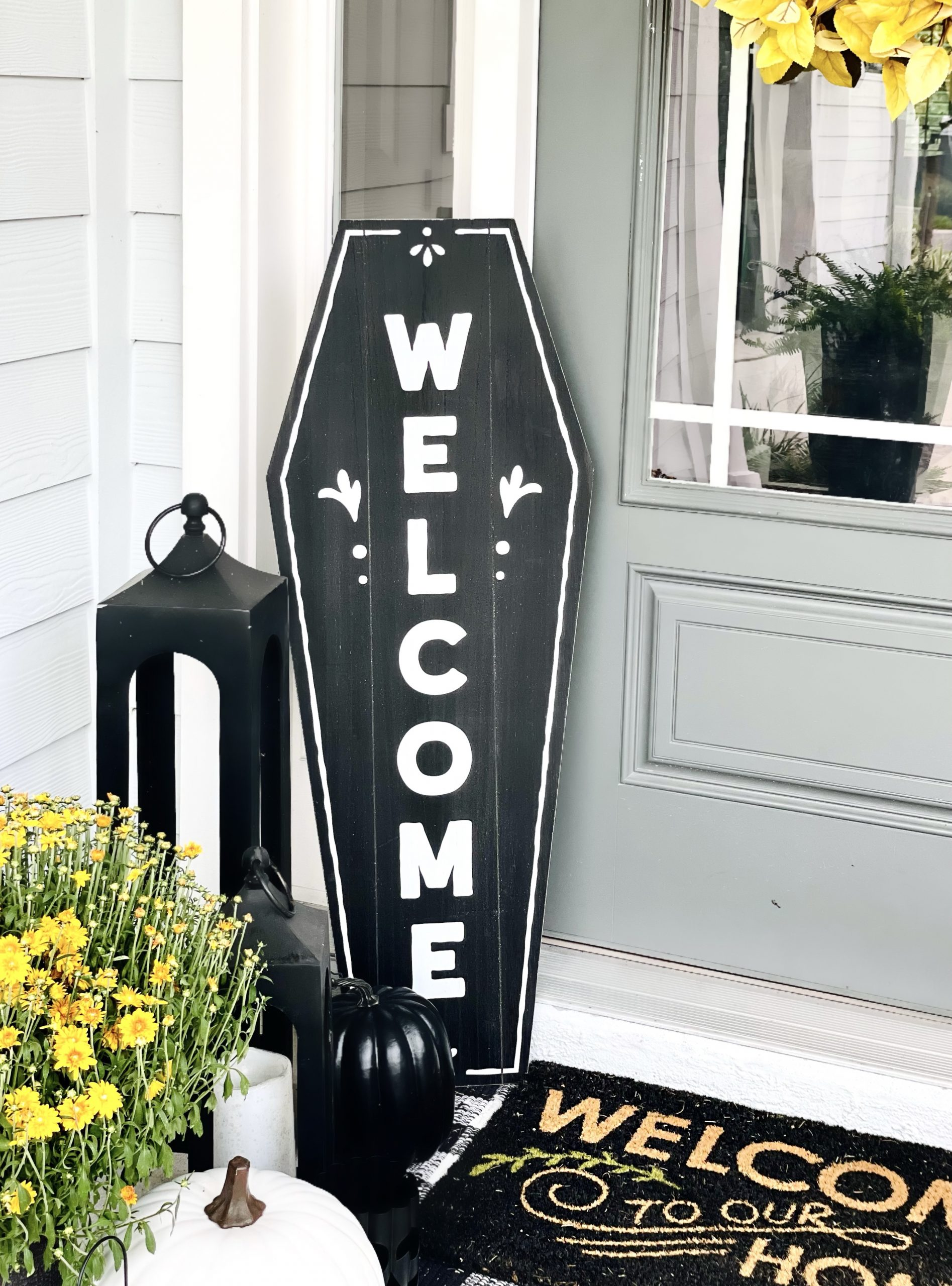 Spooky Halloween Outdoor Decorations For Fall This Year