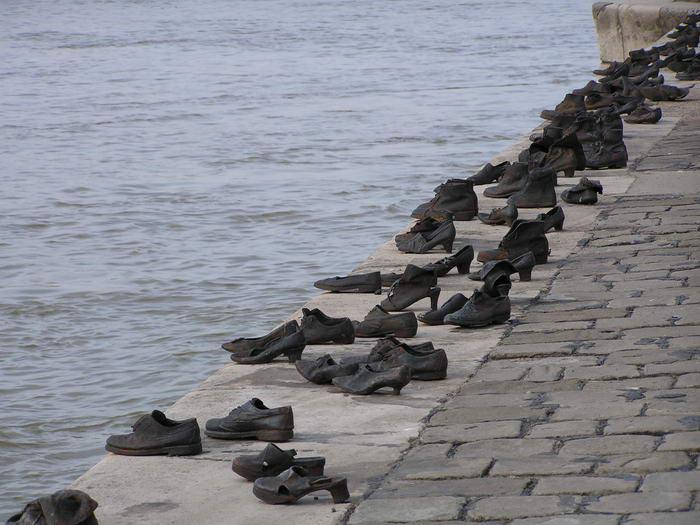 Sapatos no Danúbio
