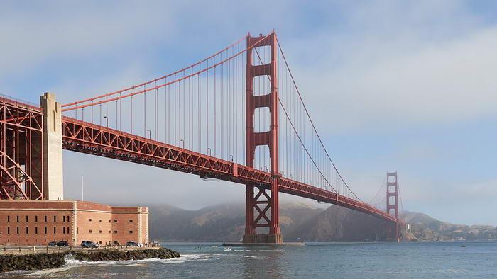 A Golden Gate Bridge