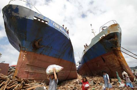 2 ships washed ashore from storm surges - image Huffington Post - http://www.huffingtonpost.com/2013/11/12/typhoon-haiyan-aerial-photos_n_4260061.html
