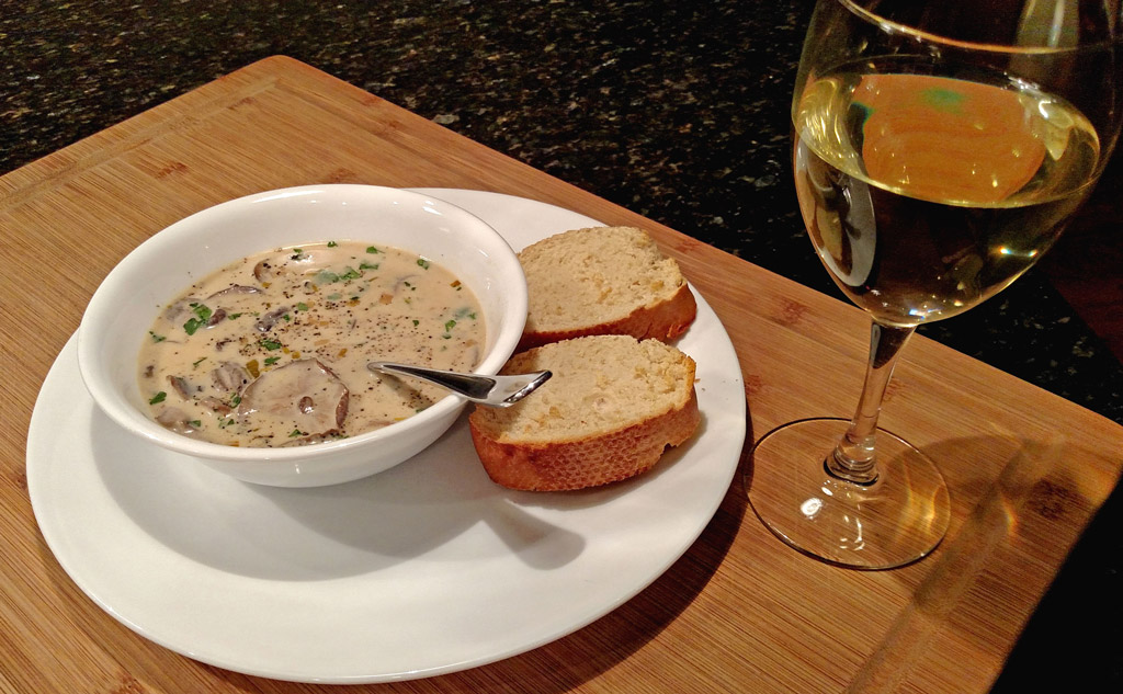 Treat yourself to this cream of mushroom soup. Guaranteed to melt away a cold winter's day, this smooth and creamy soup is blended with mushrooms and leeks. | TheMountainKitchen.com
