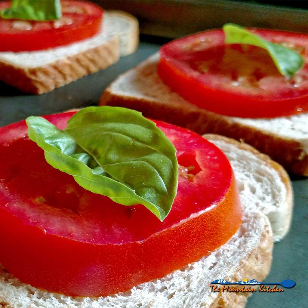 Open-Face Caprese Sandwich {A Meatless Monday Recipe