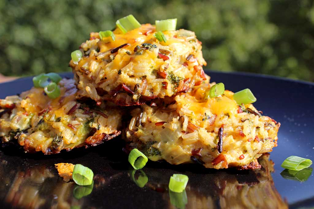 A quick and easy vegetarian meal, these amazing broccoli cheddar wild rice cakes are like mini cheesy broccoli and rice casseroles in a bite-sized cake.