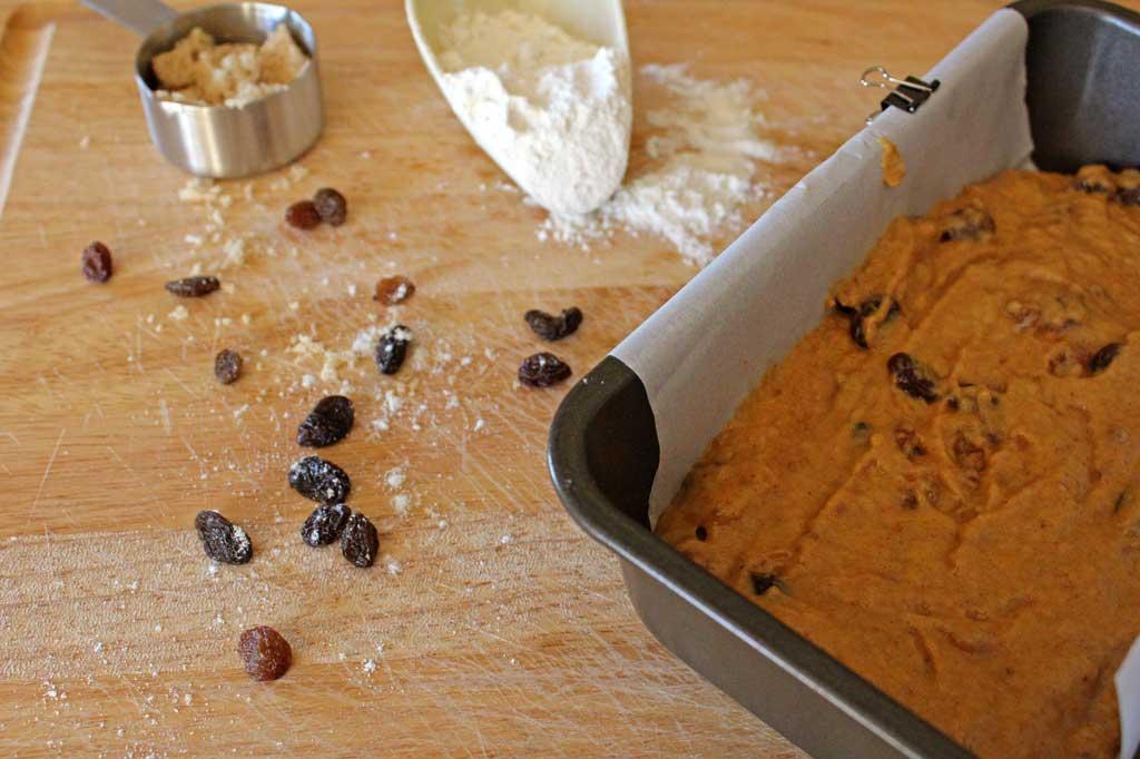 ingredients to make pumpkin cinnamon bread