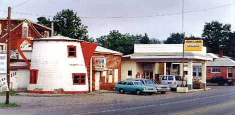The Coffee Pot on Lincoln Highway just outside Bedford, Pa., was the signature building in a complex that included a service station, motel and restaurant. (Photo provided)