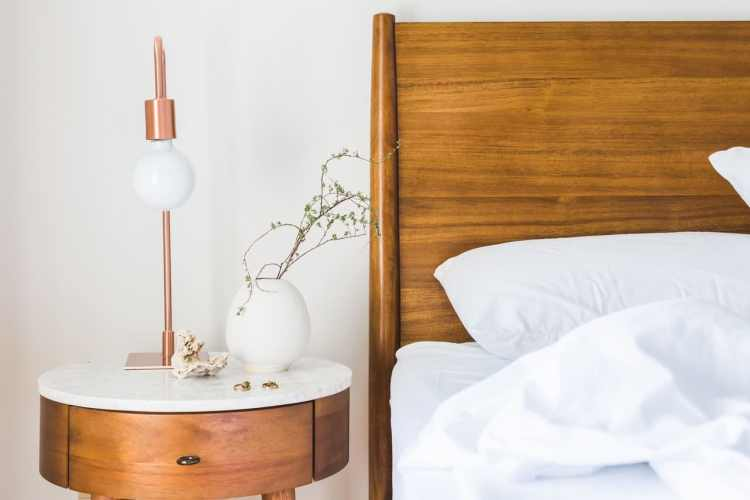 Minimlistic Bed and Nightstand decor