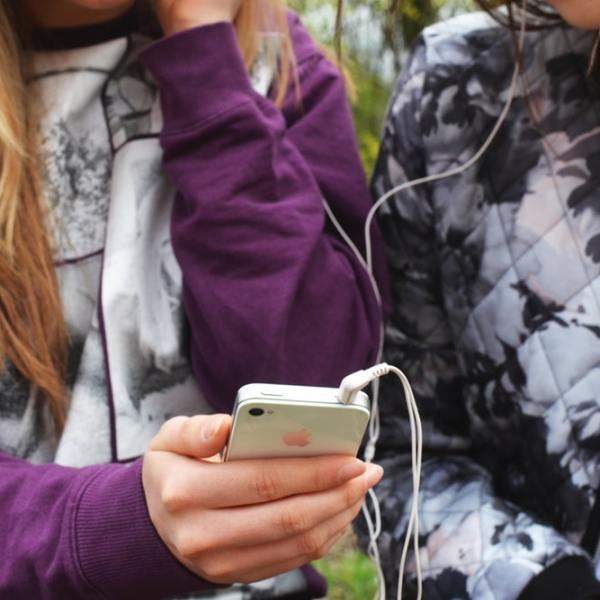 4 Tips on How To Introduce Kids to the Online World