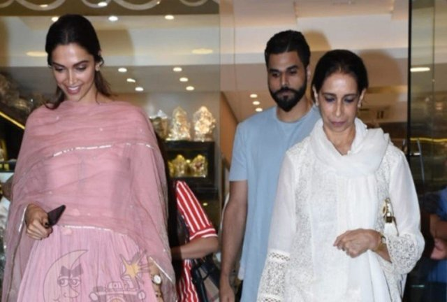 deepika padukone spotted outside a jewellery store with mother