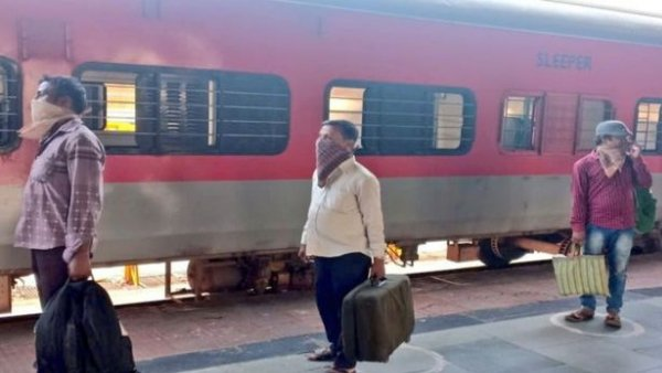 indian railway cancelled Regular trains until 12 August, special trains to continue | भारतीय रेलवे