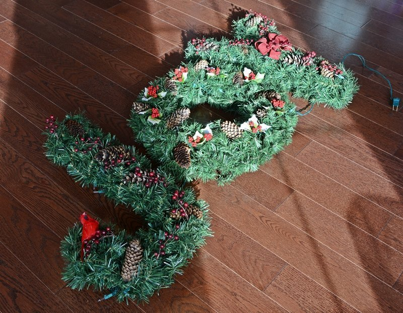 Wrea-thinking My Joy | Diy Christmas decoration | Lighted JOY Wreath | Upcycled holiday wall art | Knock off DIY decor | Birch wood and chicken wire ideas | Upcycled Christmas decoration | Cheap & easy crafts | DIY monogram wreaths | Festive home decor | #diy #Christmas #crafts | TheNavagePatch.com