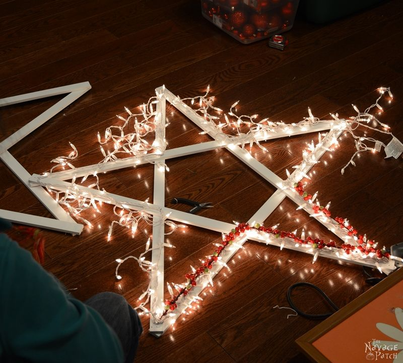 DiY Lighted Christmas Stars   Diy Christmas decoration   Festive Diy home decor   Upcycled holiday decoration   Cheap & easy crafts   DIY Ligthed Christmas Stars   #diy #Christmas #crafts   TheNavagePatch.com