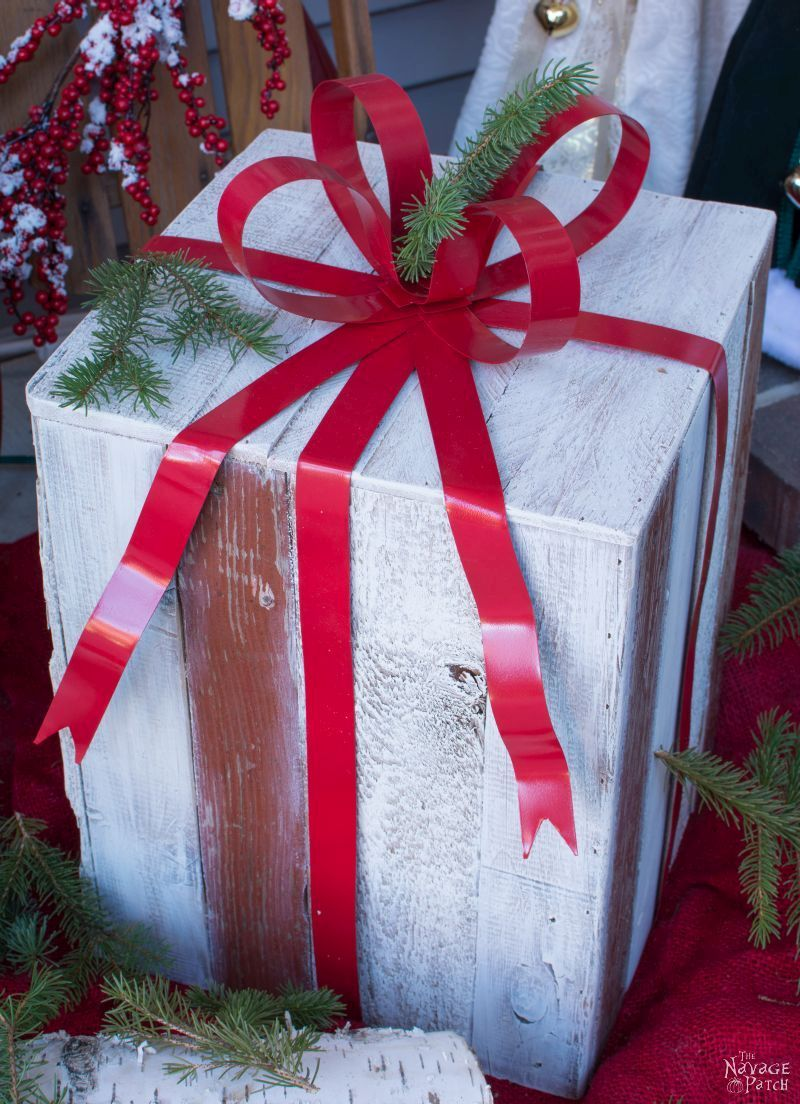 DIY Outdoor Christmas Gifts | Upcycled Christmas decoration | Grandin Road Knockoff | How to make wooden gift boxes | Knock off holiday decor | #TheNavagePatch #Upcycled #DIY #Christmas #crafts #Knockoff #holidaydecor #grandinroad #christmasdecor #palletwood | TheNavagePatch.com