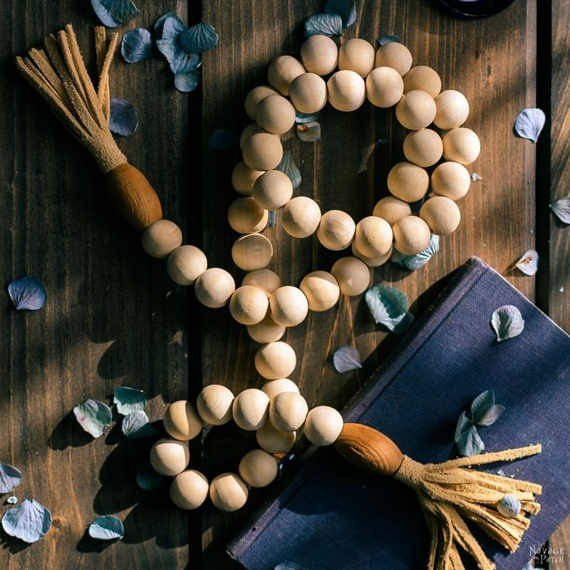 DIY Wood Bead Garland | How to make a wood bead garland in 5 minutes | DIY Bohemian style bead garland | DIY Bead Garland with DIY Tassels | Budget friendly farmhouse decor | DIY Bohemian style leather tassels | #DIY #tutorial #diytutorial #DIYHomeDecor #BohemianStyle #FarmhouseStyle | TheNavagePatch.com