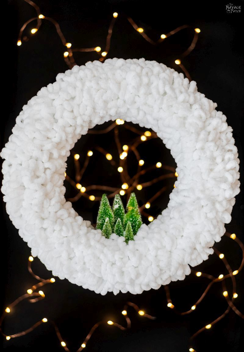 loop yard wreath with starry lights in the background