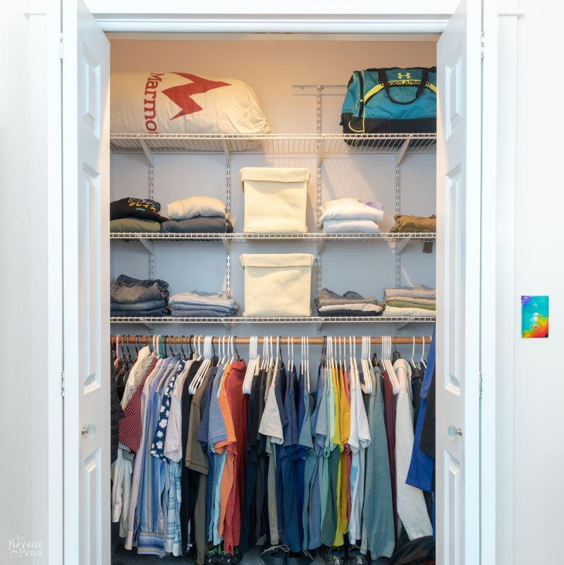 small closet makeover   TheNavagePatch.com