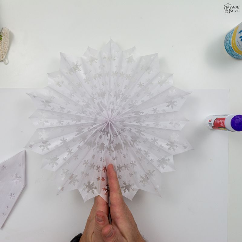 making a 3-d paper snowflake star