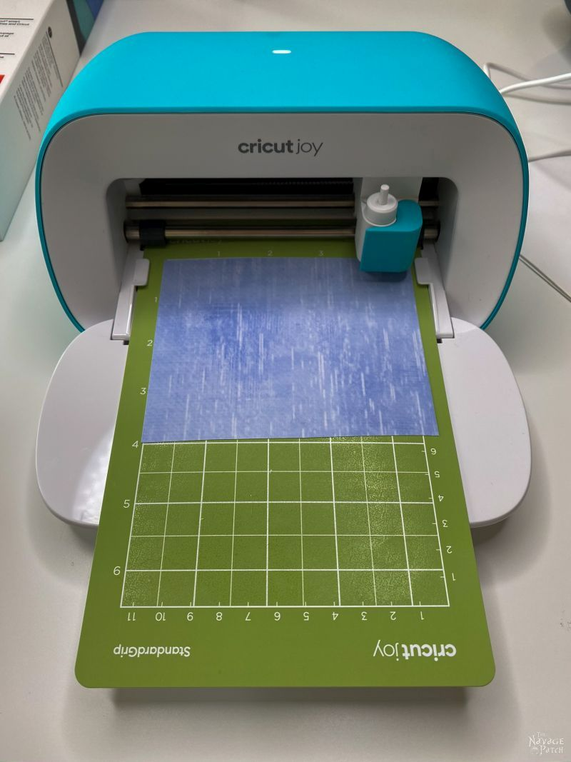 cricut joy cutting an SCG for a face mask