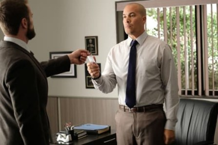 Jace Turner (Coby Bell) and Dr. Roderick Campbell (Garret Dillahunt) in The Gifted 1.06 'got your siX'
