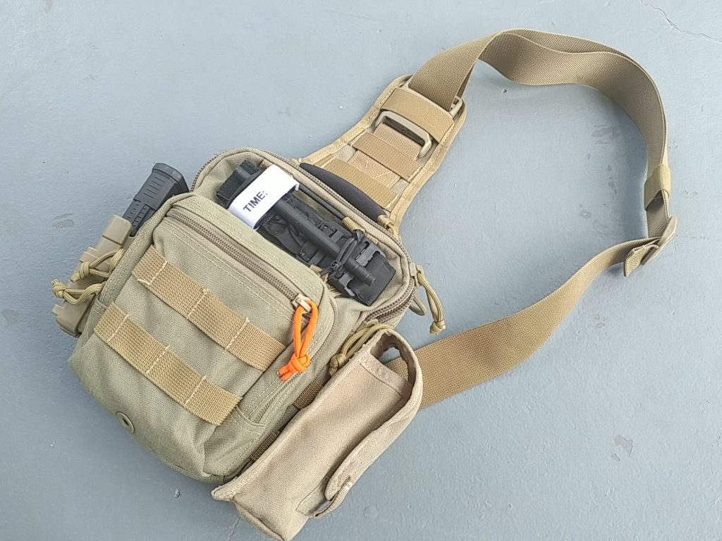 Yes, it is all inside. Here it is outfitted with an extra Fast-mag pouch on the left side.
