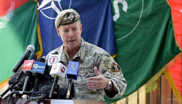 افغانستان میں اتحادی افواج کے امریکی اعلی کمانڈر جنرل آسٹن اسکاٹ ملر 12 جولائی 2021 کو کابل کے گرین زون میں ریزولوٹ سپورٹ ہیڈ کوارٹر میں ایک سرکاری حوالے کرنے کی تقریب کے دوران اظہار خیال کر رہے ہیں۔ - اے ایف پی