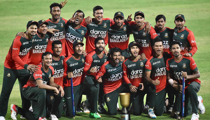 Bangladesh´s cricketers pose for a picture after winning the fifth and final Twenty20 international cricket match between Bangladesh and Australia at the Sher-e-Bangla National Cricket Stadium in Dhaka on August 9, 2021. — AFP