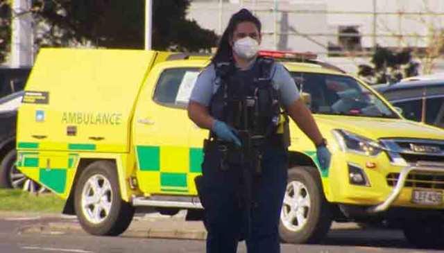 نیوزی لینڈ پولیس نے ایک شاپنگ مال کے اندر حملہ آور کی اطلاعات کا جواب دیا۔