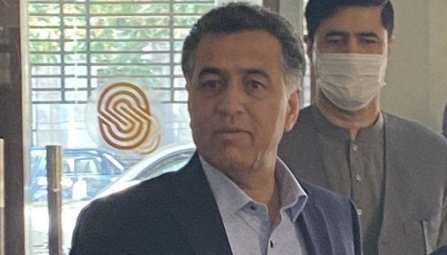 آئی ایس آئی کے ڈی جی لیفٹیننٹ جنرل فیض حمید نے کابل کے دورے پر گلبدین حکمت یار اور طالبان رہنماؤں سے ملاقات کی۔  Geo.tv کی رپورٹ سے سکرین گریب۔