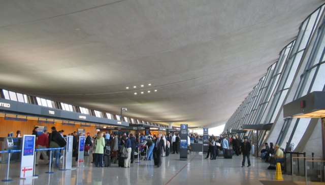 امریکہ نومبر میں مکمل طور پر ویکسین شدہ ہوائی مسافروں کے لیے سفری پابندیاں ختم کرے گا۔  تصویر: فائل۔