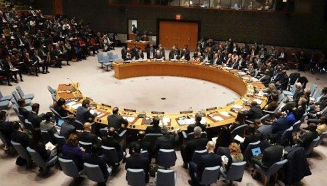 اقوام متحدہ کی سلامتی کونسل کا کمرہ جہاں مختلف ممالک کے مندوبین اجلاس کرتے ہیں۔  تصویر: فائل/اے ایف پی