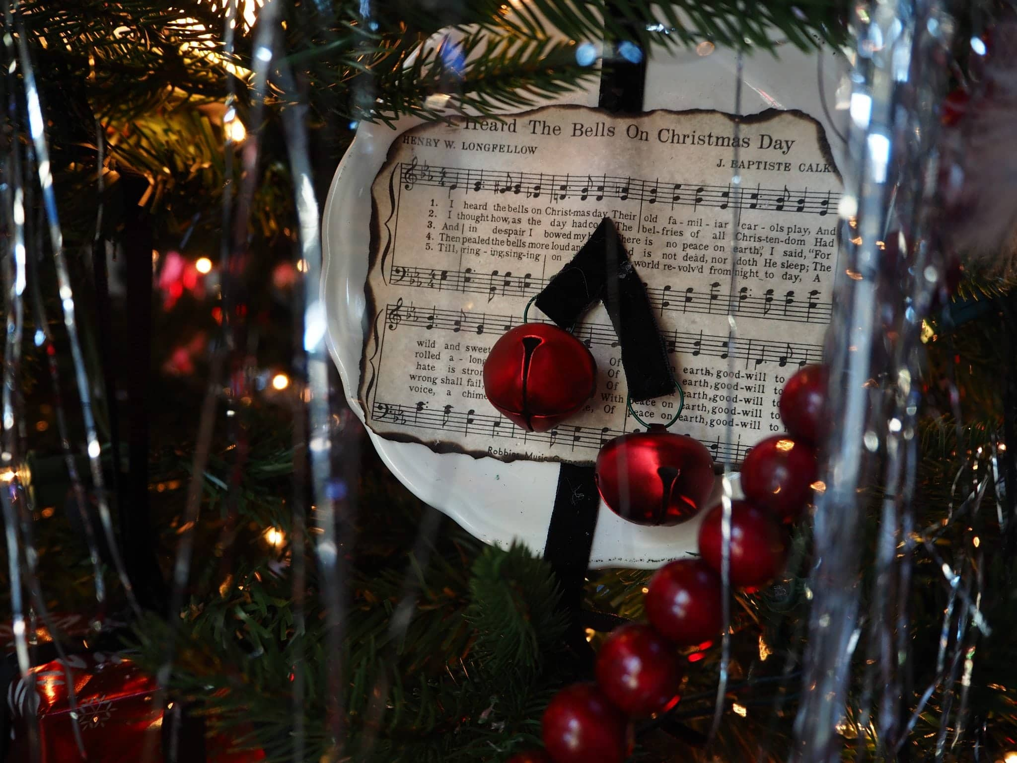 Jingle bells and music sheet
