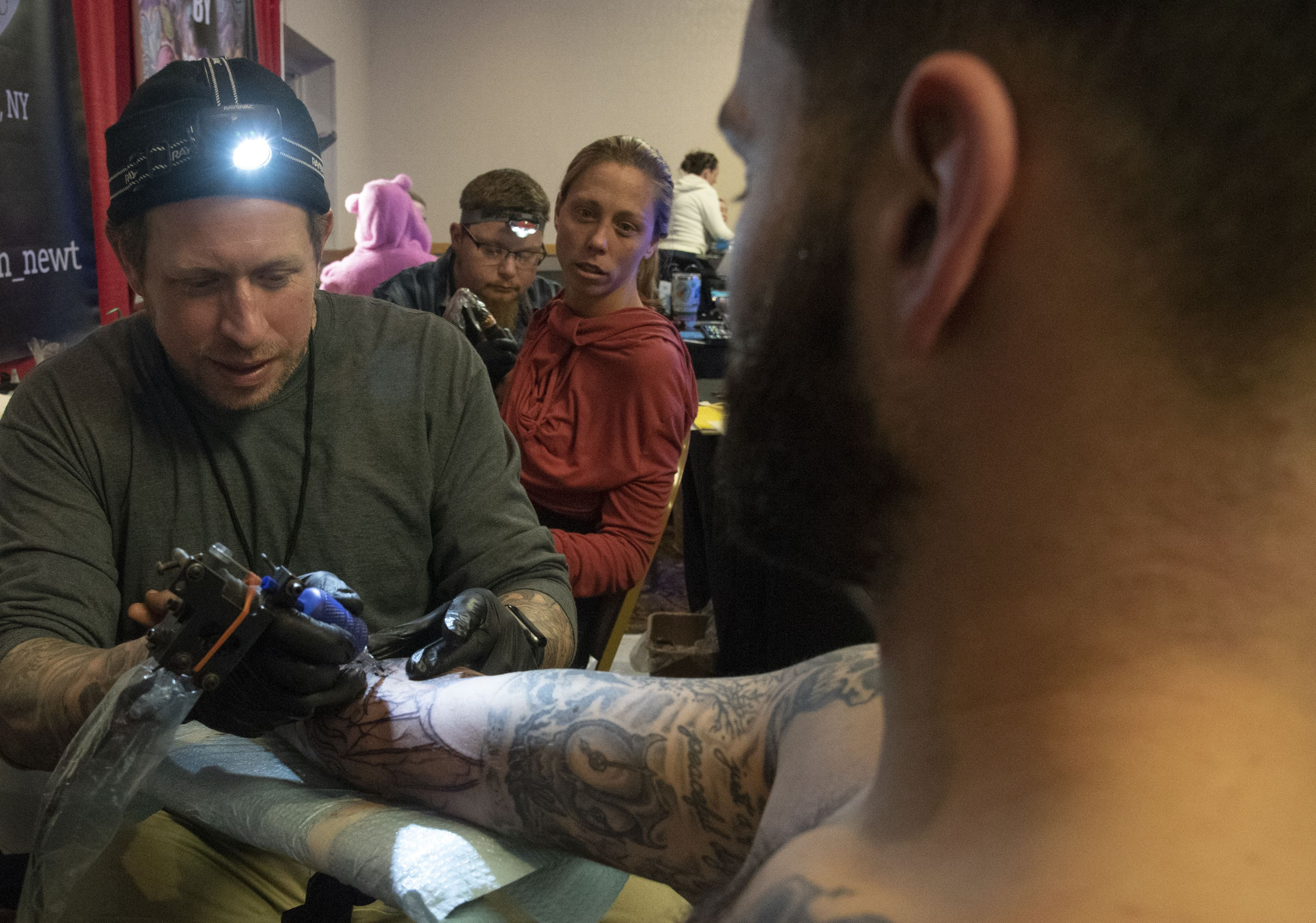 Tattoo artist Thomas Kelly tattoos Robert Vivenzio at the AM-JAM Tattoo Expo on Saturday. (Photo by Lucas Hans)