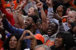SU vs. Michigan State: Fans go wild with every shot SU makes.