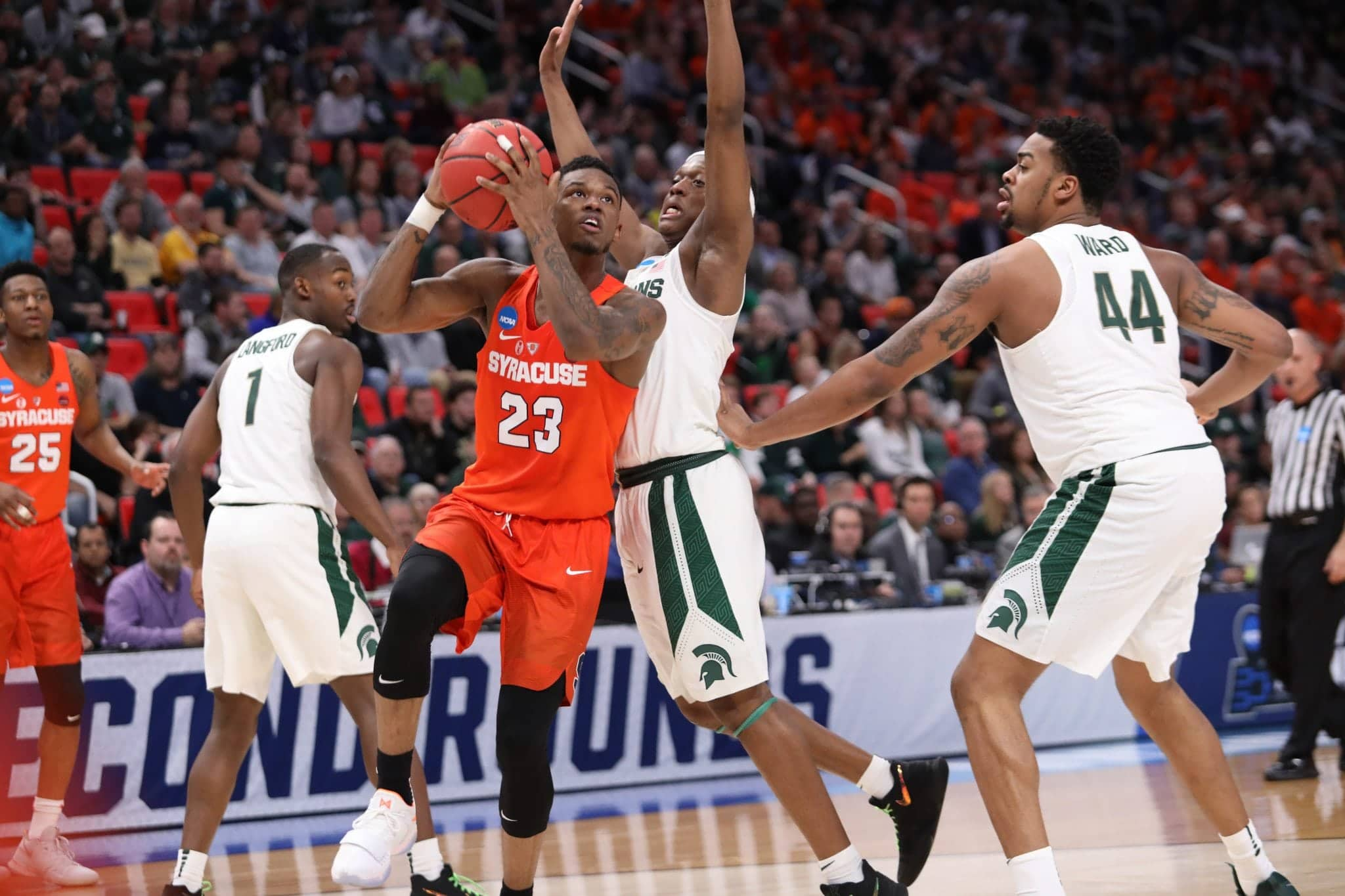 Frank Howard drives for Syracuse during its 55-53 win over Michigan State.