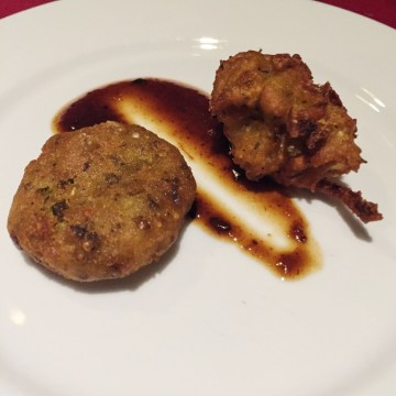 Aloo Tikki & Onion Bhaji at Shanti, Kendall Square, Cambridge, Mass. Photo: © TNG