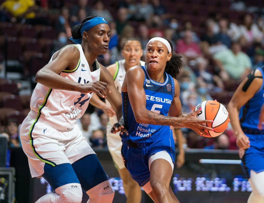 Minnesota Lynx center Sylvia Fowles (left) defends Connecticut Sun guard Jasmine Thomas during a game at Mohegan Sun Arena in Uncasville, Connecticut, on Aug. 19, 2021. (Photo credit: Chris Poss)