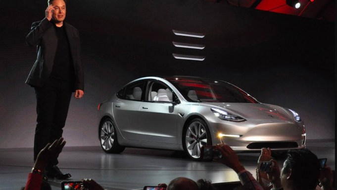 Tesla Apologises Publicly After Customer Protests at Shanghai Auto Show