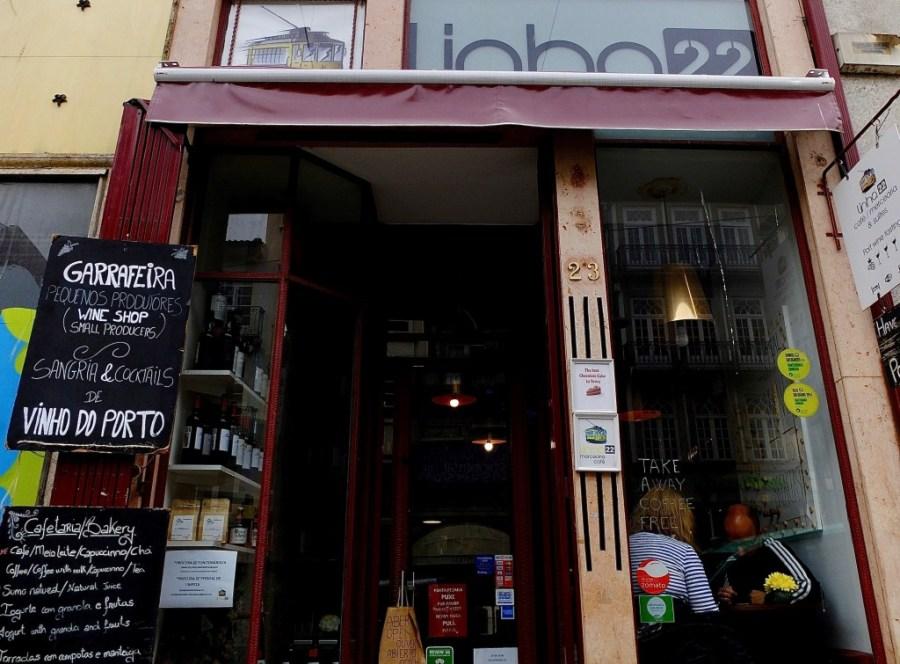 exterior of linha 22 cafe