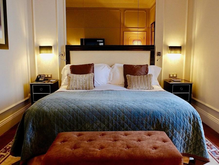 hotel room interior palacio das cardosas