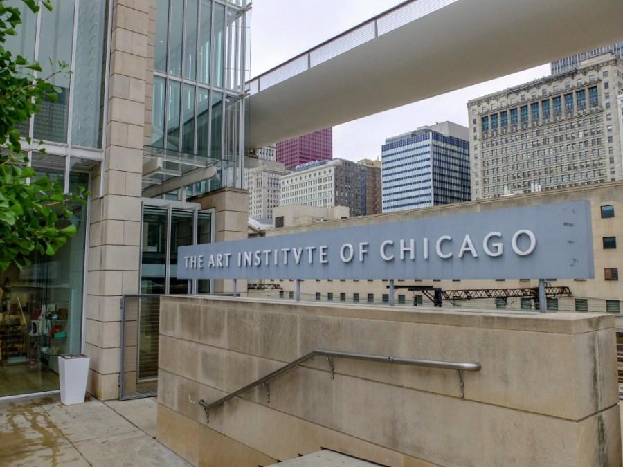 exterior of art institute of chicago museum
